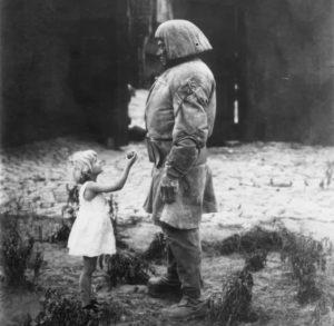 Die Golem-Figur in einer Szene aus dem Stummfilm Der Golem. Wie er in die Welt kam (1920) von Paul Wegener