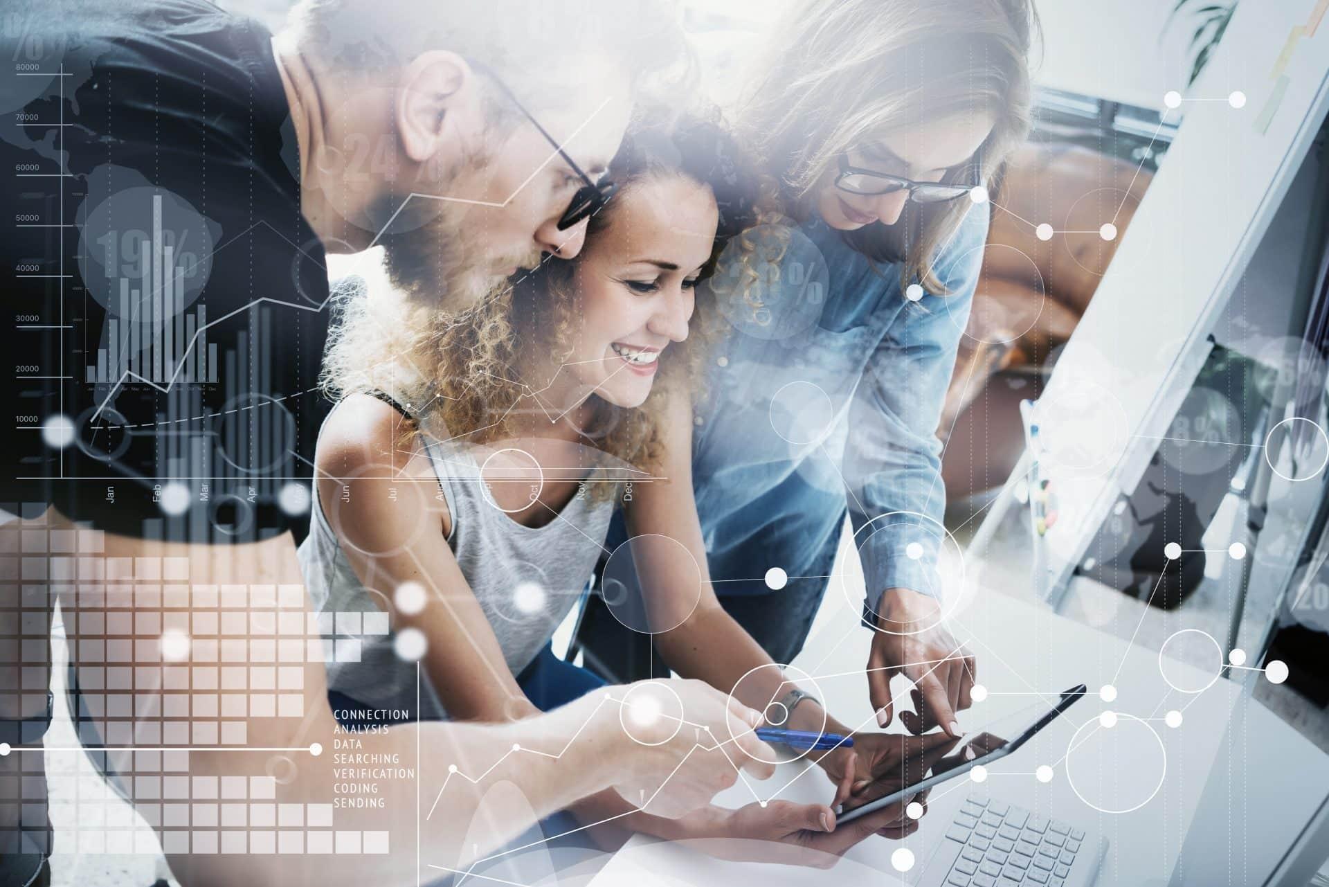 Ein Marketing Team arbeitet mit der Nutzung von Data Science an dem Next Best Activity für den Kunden.